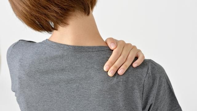 肩まわし運動で凝り固まった肩こりをスッキリ解消!